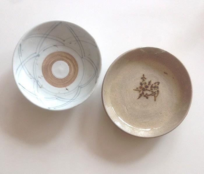 『古民藝もりた』で買った美濃の皿と目白の『古道具坂田』で手に入れた、くらわんかの小皿。まさか自分が江戸時代のものを使う日が来るとは…。決して高いものじゃありません。