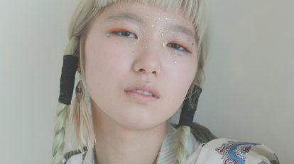 ニッポン美人化計画 Mission 60: スパンコールをアクセサリーのように使ったファンタジックなメイク。肌色の整え方が、子どもっぽくならないポイントです。
