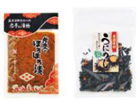 """""""母便"""" で届いた岩手名物。ほろほろ漬(左・刻み野菜の醤油漬け)と、うにめし(右)。ごはんに混ぜておにぎりに。"""