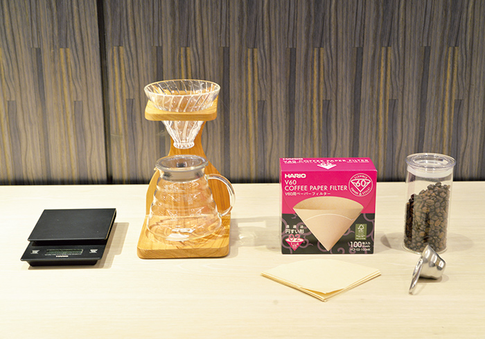取材時にカフェカウンターでコーヒーを提供していたハリオのコーヒー道具。これさえあれば、自宅でおいしいハンドドリップが楽しめる。