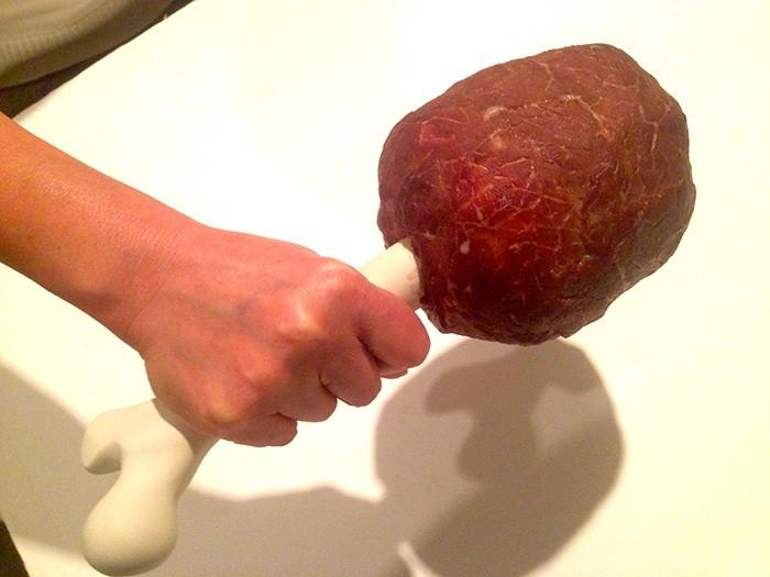 こちらが制作したマンガ肉。もちろん撮影後はスタッフ(僕)が美味しくいただきました。