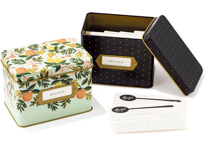 インデックス付きのレシピメモカードを詰めた愛らしいボックス 各¥3,800(オルネ ド フォイユ☎03・3499・0140)