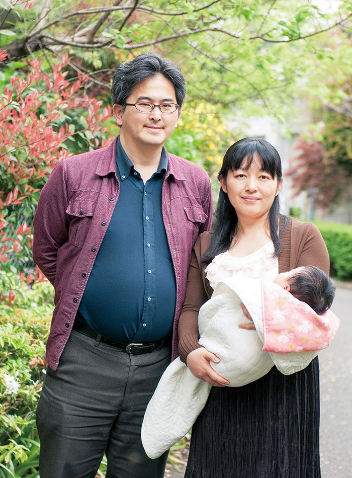 尚亮さんは東京都杉並区、昭子さん(現在は育休中)は千葉県野田市に事務所を構える。2歳、0歳の娘たちとの4人暮らし。問い合わせは「夫婦別姓.COM」サイトへ。http://22bessei.com/