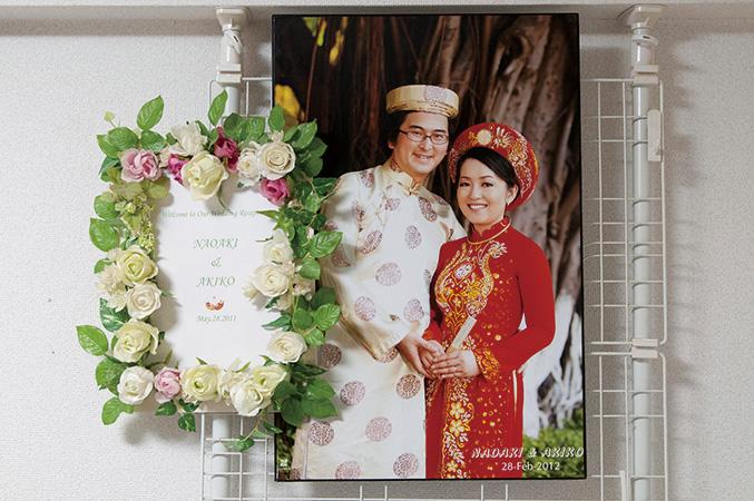 新婚旅行は、昭子さんが大好きなベトナムへ。結婚式用の華やかなアオザイを着て撮影した写真は宝物だ。