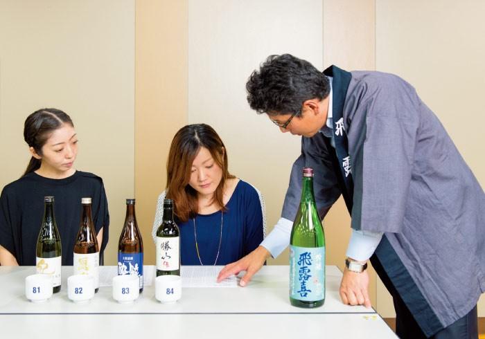 「利き酒に正解も間違いもありません。自分がおいしいと思う感覚が大事。色々飲んでみましょう」と廣木さん。