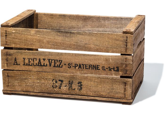 ヴィンテージの木箱 W54×D35×H30㎝¥9,000(The Tastemakers&Co.☎03・5466・6656)