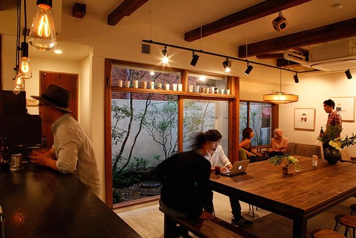 6月にオープンしたばかりの〈Kai〉は、赤坂の料亭をリノベーション。photo:Tomoyo Yamazaki
