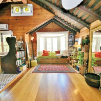 Chaplin Historic Loft Cottage Cabin C・チャップリンが建てたコテージ
