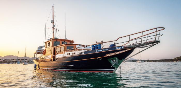 Enjoy on Board a Yacht at Mallorca マヨルカ島付近に浮かぶ豪華ヨット