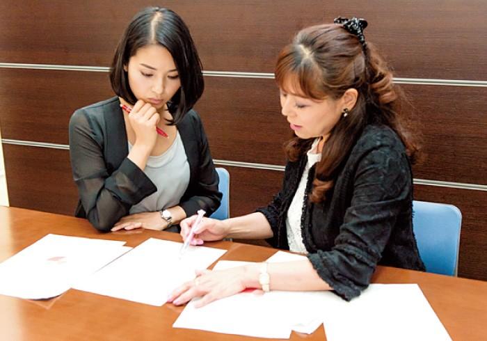 日本の将来に絶望以外の何かを探そうと必死。「悲観する前に戦略を練りましょ」と高村さん。