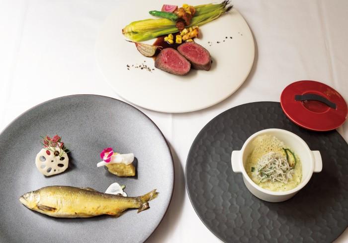 牛ランプのロースト、鮎のコンフィ 焼きなすのマリネとビーツのサラダ、鎌倉直送釜揚げシラスのリゾット。夜5800円のコースより。