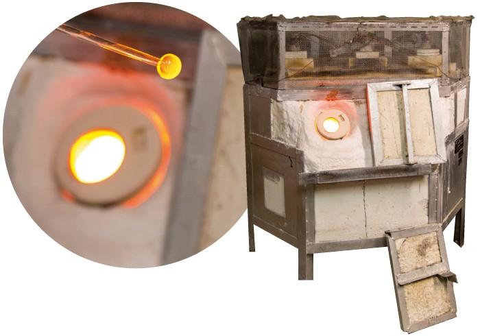 右:焼き釜