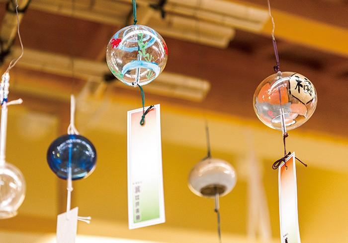 江戸風鈴は大きさや形によって響く音が変わるから、世界にひとつの音色ができ上がる。