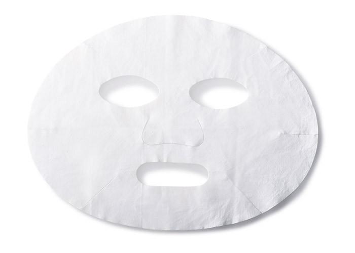 大ヒット化粧水「マイクロ エッセンス ローション」がたっぷり含まれたマスク。保湿&鎮静効果が高く日焼け後のダメージにジャストです。マイクロ エッセンス マスク 6枚 8,000円(エスティ ローダー☎03・5251・3386)