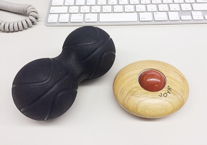 目下のヘビロテ愛用アイテム、大賞のJOYA(石・レッドジャスパーにしました)、パワーポジションボール(左)です。これは、本当にオススメ!