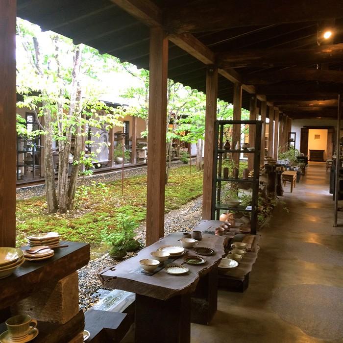 笠間を訪れた際は笠間焼のセレクトショップ<回廊ギャラリー 門>もぜひ。