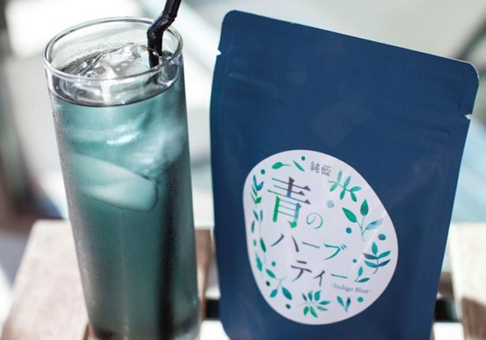 真っ青な色が涼しげ! 日本の藍をブレンドした 「青のハーブティー」