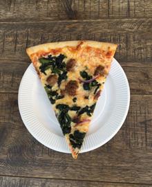 """こちらは、代官山の『ピザ スライス』の""""ポパイピザ""""。8月15日(土)〜21日(金)の期間限定なのでぜひ!"""