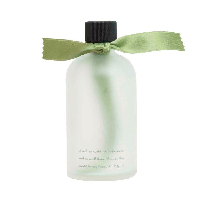 リボンのルームフレグランスは贈り物にもぴったり。ribbon 3500円(バイエヌ A館3F)