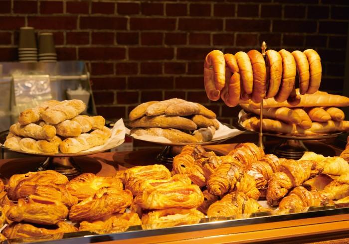 パンは常時約30種類。本店のレシピを忠実に再現している。