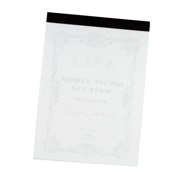 こちらも真っ白なLIFEのノート500円。