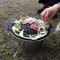ジンギスカン用ですが、普通の肉も焼けます。カセットコンロに乗せれば、質のいいホットプレートとしても使える。南部鉄器製。