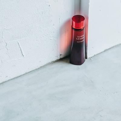 乳酸菌研究から生まれたヤクルトの化粧品。高保湿化粧水「ラクトデュウ S.E.ローション」150ml ¥4,000(ヤクルトビューティエンス☎︎0120-8960-81)