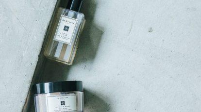 & Beauty  キレイの理屈  No.24微生物研究の会社から生まれた乳酸菌由来の化粧水と、イギリスのフレグランスブランドのバスタイムケア製品の2品をご紹介します。