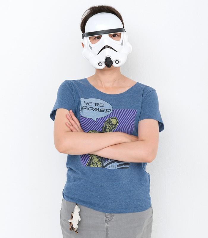 トルーパーのマスクを被ってみました。ダース・ベイダーのマスクは顔が入らなかったからさ。