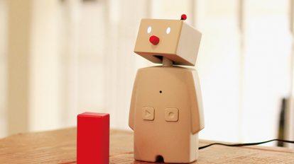 メッセージを伝えて家族をつなぐ小さな留守番ロボットを作りました。