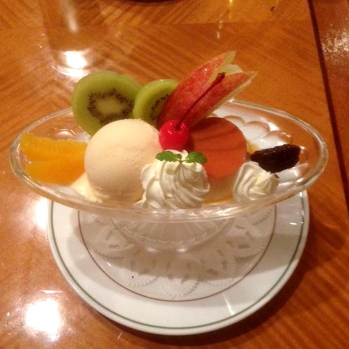 〈ホテルニューグランド〉の絶品プリン・ア・ラ・モード。ペロッと食べてしまうから不思議なもの。