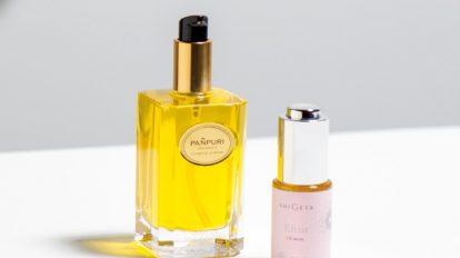 香りと伸びを重視して、 肌を潤すオイルを選ぶ。