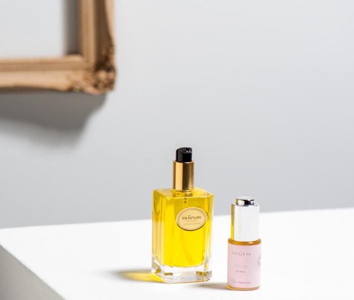 右・ローズヒップやトマトなど抗酸化作用を含むオイルをふんだんに使用。EXオイルセラム 15㎖ 7000円(SHIGETA japan フリーダイヤル0120・945・995) 左・レモン、バニラ、ラベンダー、タンジェリン…。贅沢なほどたくさんの量の植物からオイルを抽出。サンライズ レモン ボディオイル 100㎖ 9800円(パンピューリ ジャパン ☎03・6380・1374)