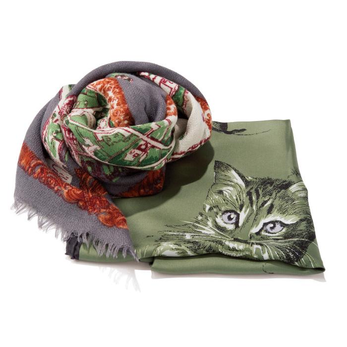 猫柄のシルクスカーフ1万6000円、ウールシルクストール1万3000円(共にマニプリ|フラッパーズ ☎03・5456・6866)