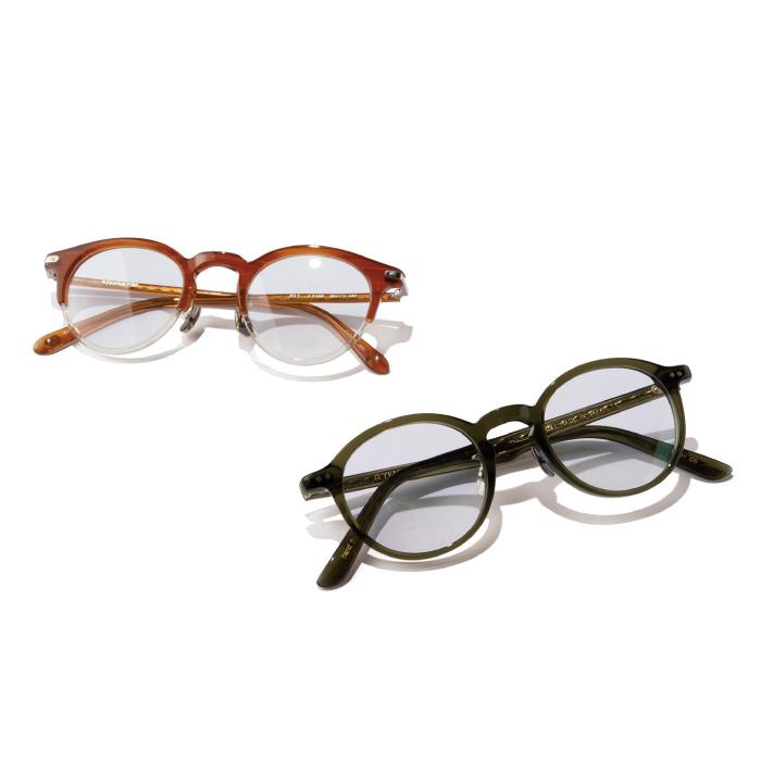 ラウンとクリアのフレーム眼鏡4万2000円(アイバン 7285)、カーキ色のフレームの眼鏡2万7000円(イエロープラス|共にコンティニュエ ☎03・3792・8978)