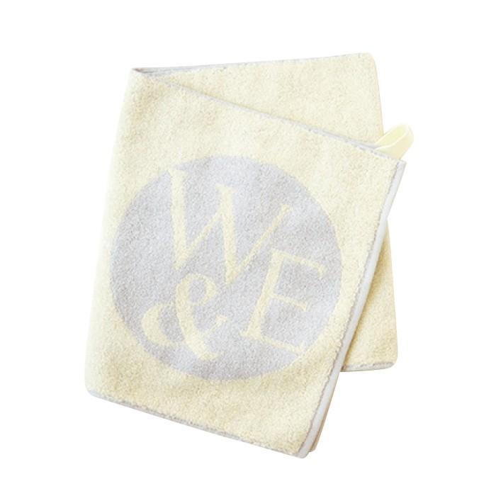 スクワラン入りの素材を使用したオリジナルタオル。W&Eフェイスタオル2000円。