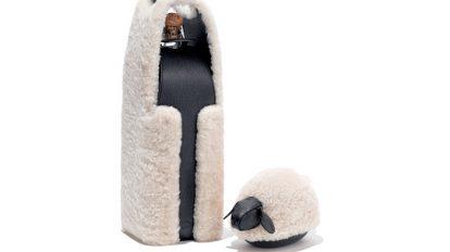 & selection 〈コーチ〉の羊毛を使ったワインホルダーとペーパーウエイトほか3点を紹介。