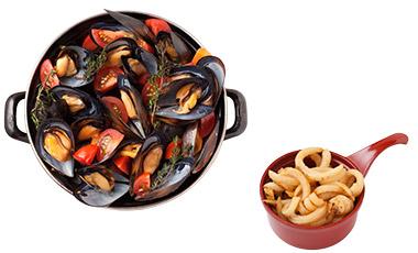 女性に人気が高い、多彩なハーブとトマトが入ったプロヴァンサル S ¥1,680。+100円で3種のフリットから一種をチョイス。