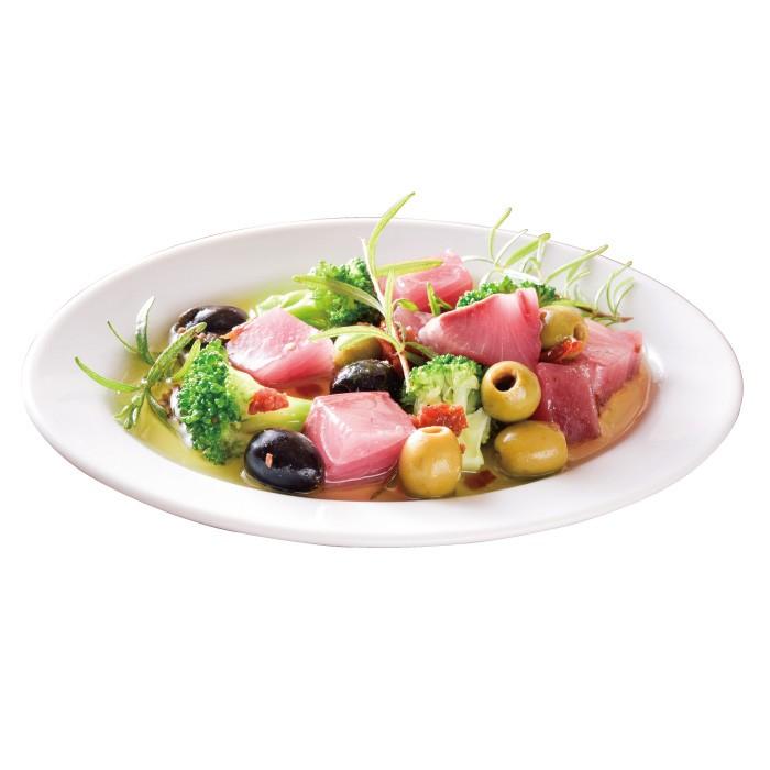 天然ブリとブロッコリーとオリーブ、香草のマリネ1000円。(各税込)