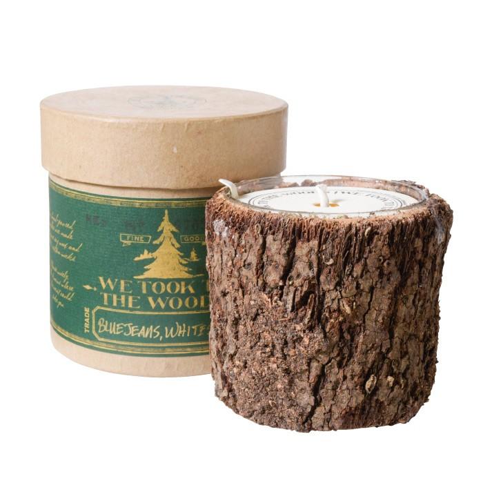 サウスカロライナ・グリーンビルから届いたキャンドルは本物の木を使ったワイルドな風貌ながら、穏やかな香りが特徴。キャンプの時におすすめのアイテム。We took to the woods candle 6500円。