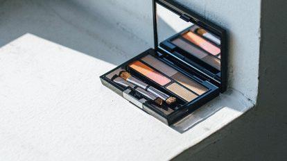& Beauty  キレイの理屈  No.26老舗のファンデーションブランドのエイジングケアシリーズと優秀なスキンケアブランドから新発売されたアイブロウ パレットの2品をご紹介します。