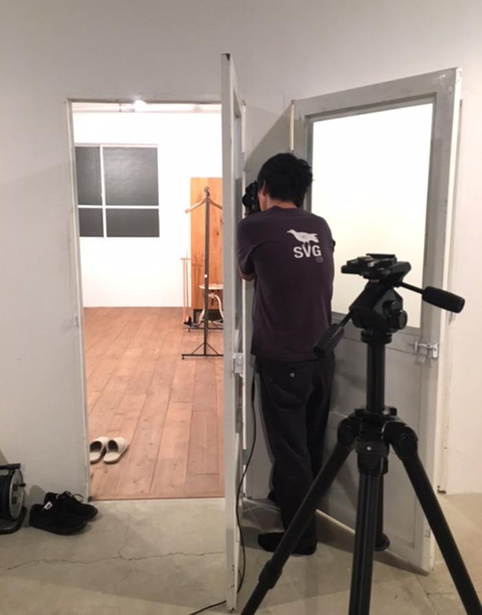 「香取さんの生活を覗き見」という設定のグラビア、カメラマンさんも本当に覗き見撮り。どのシーンでしょう?
