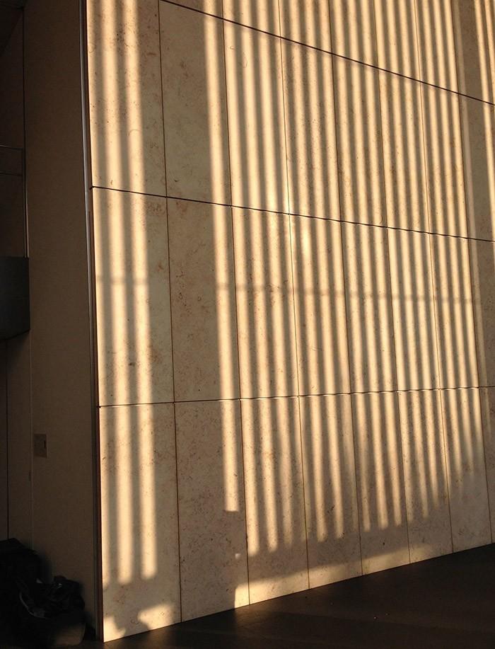 不思議な光景が広がる石切場と壁に映った影が美しい東京国立博物館。