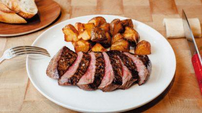 FOOD NEWS vol.92 犬養裕美子の今日、どこで何、食べる? 『HUGO DESNOYER(ユーゴ デノワイエ)』の本日の牛肉のステーキ