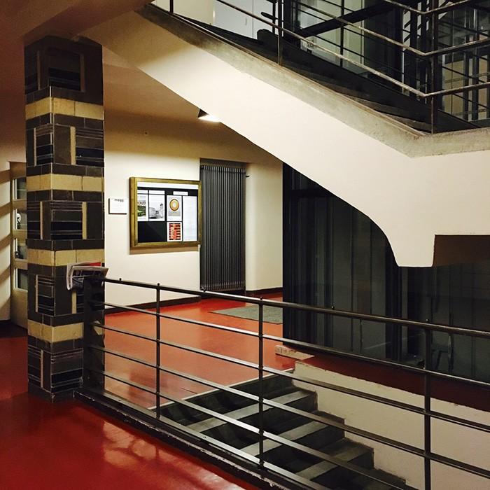 ベルリンのミッテ地区にある〈旧ユダヤ人女子学校〉。1920年代に建てられた建物で、2009年にギャラリー、レストラン、カフェが入った施設としてオープン。格式のある美しい近代建築は必見。