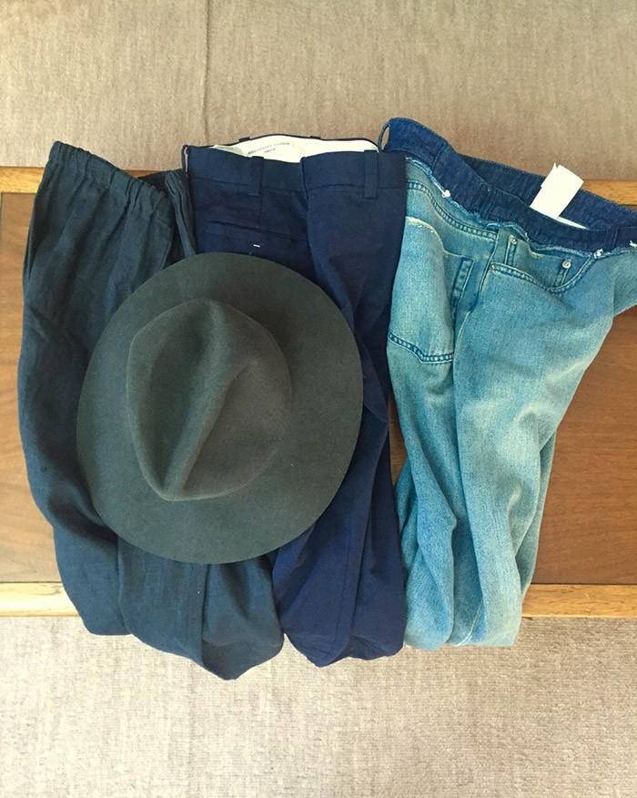 買ったもの全部です。リネン、コットン、デニム。あれっおかしいな、なぜかパンツばかり…?ちなみに帽子は折り畳んで持ち運べる優れもの。