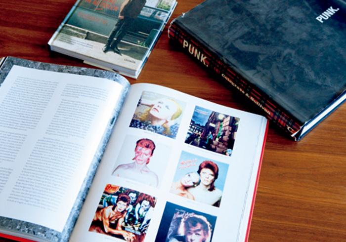 栗野さんのバイブルは、70年代のパンクバンド関連の写真集。『PUNK.:Colegrave&Sullivan』『david bowie is inside』など。