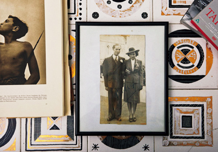 中央はご両親、左は息子のタロさんの幼き頃。「身近な人がいつも僕のインスピレーション源です」