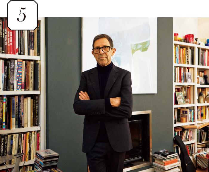 5. リビングには、ピーターさんが影響を受けたアーティストの写真集がズラリ。
