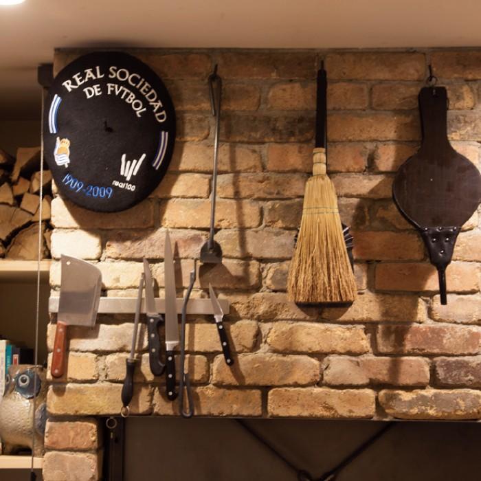 薪窯で使われる、用の美を感じさせる道具。